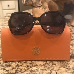🕶Tory Burch Black Gradient Gray Sunglasses🕶